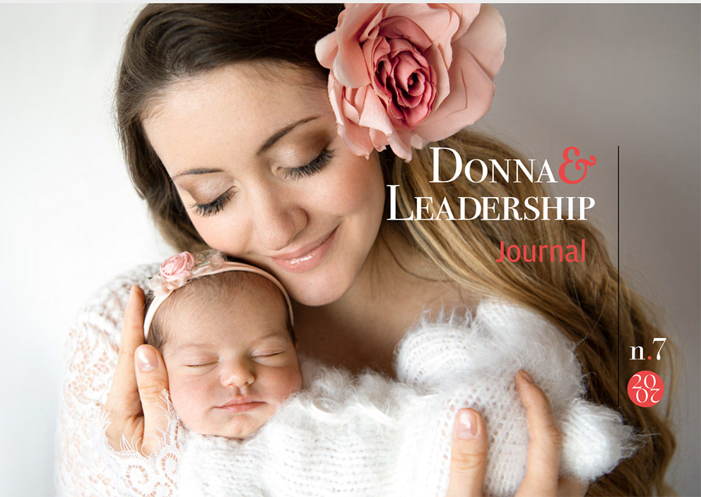 Donna con in braccio un bambino piccolo