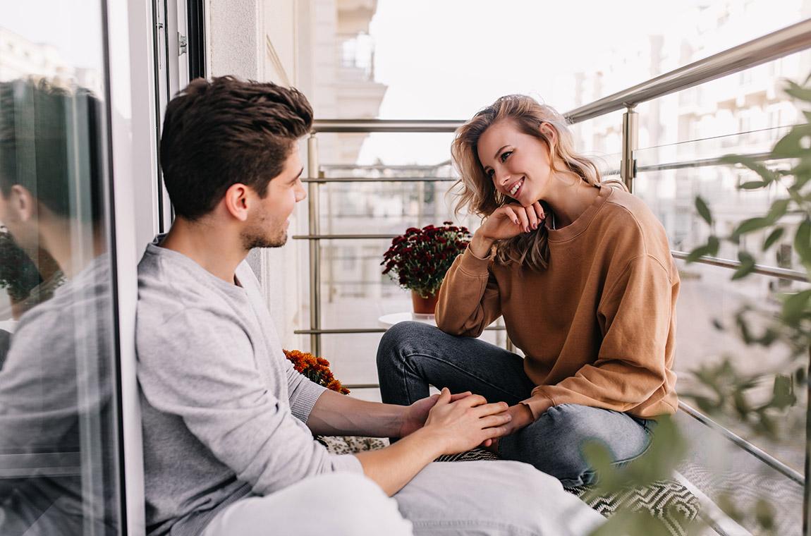 uomo e donna in dialogo